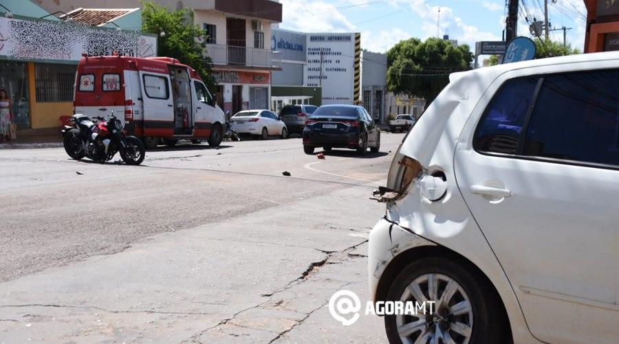 Imagem: Acidente na Vila Aurora Carro invade a preferencial, causa acidente e motociclista fica ferido