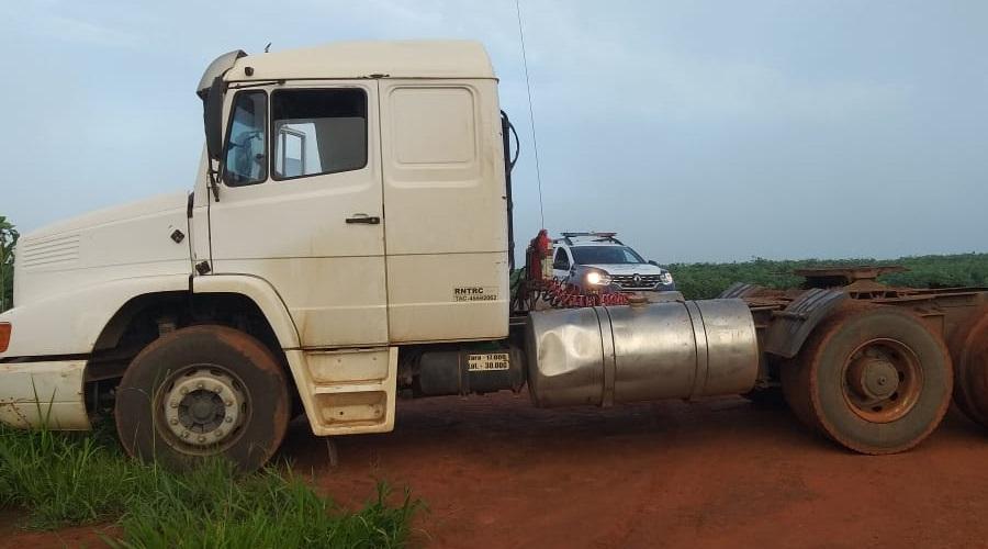 Imagem: CAMINHAO Motorista é mantido refém por criminosos durante roubo de carga
