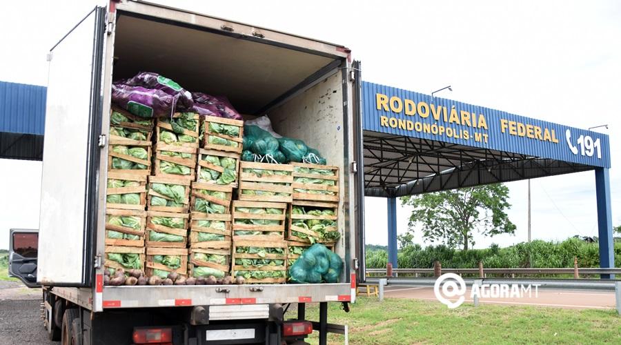 Imagem: Cigarros apreendidos em carga de verduras PRF apreende caminhão com cigarro e outras mercadorias contrabandeadas