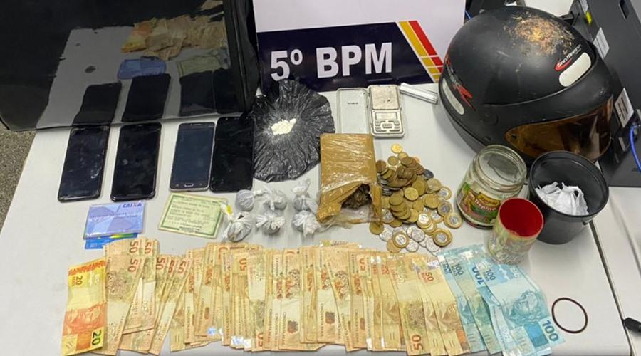 Imagem: Dinheiro celulares e objetos apreendidos pela Policia PM detém suspeitos com maconha e cocaína em Rondonópolis
