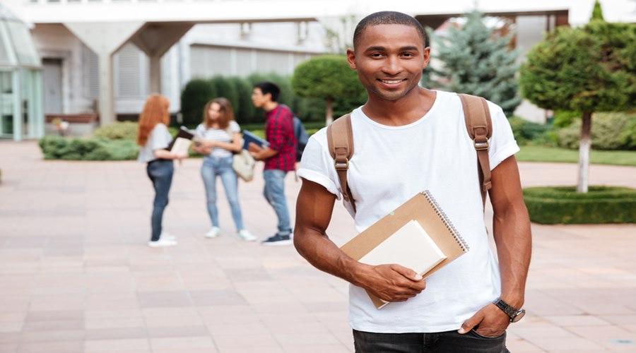 Imagem: Estudante Fies 2021: número de vagas para financiamento será de 93 mil