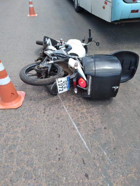 Imagem: Moto acid cba Motociclista tem a cabeça esmagada por ônibus em Cuiabá