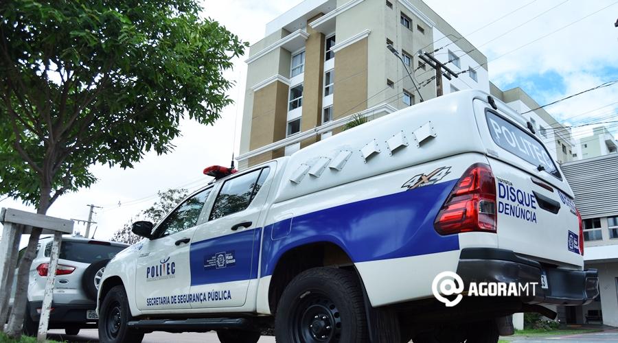 Imagem: Politec realizando pericia no apartamento Viatura da Politec é vista em frente ao prédio onde Terezinha Silva morava