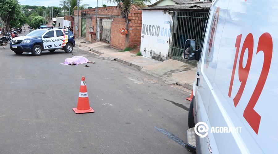 Imagem: Samu e Policia Militar atendedo ocorrencia de Homicidio no Jr Ana Carla Homem é assassinado no Ana Carla em Rondonópolis