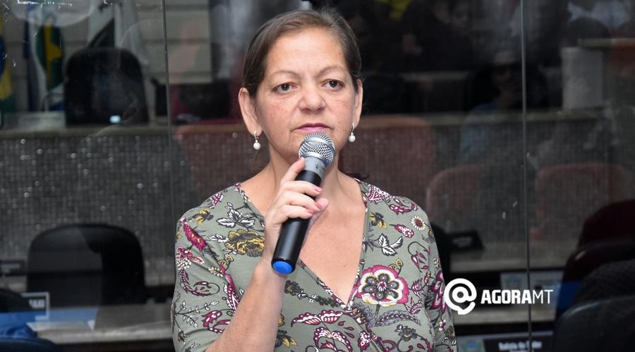 Imagem: Terezinha Souza presidente do sanear Viatura da Politec é vista em frente ao prédio onde Terezinha Silva morava