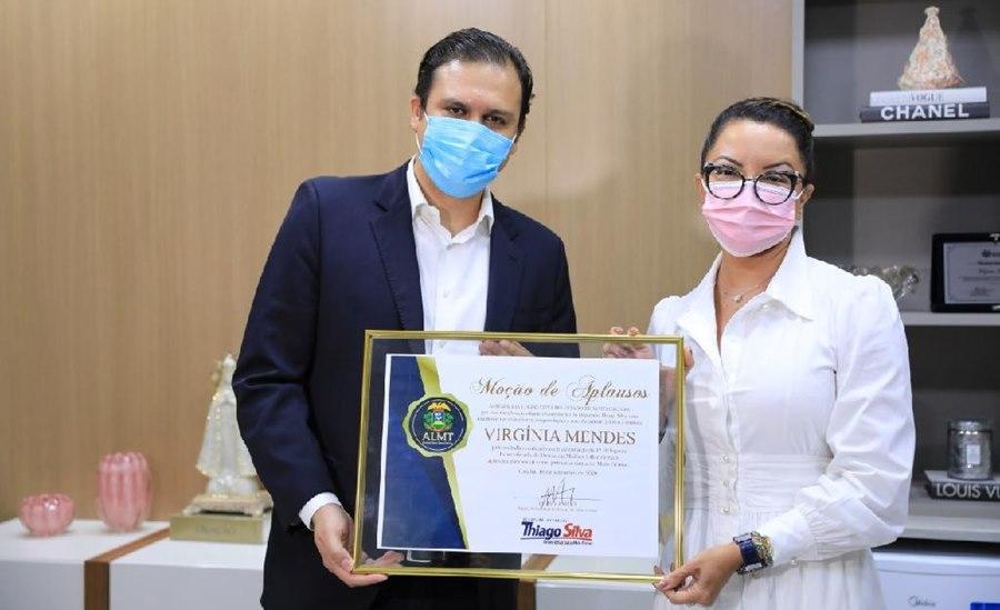 Imagem: Thiago Silva e primeira dama Primeira-dama recebe moção de aplausos pela implantação da Delegacia da Mulher 24 horas