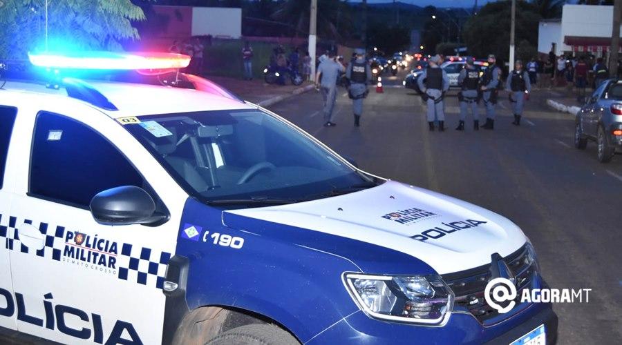 Imagem: Viaturas no local da tentativa de homocidio PM de folga presencia tentativa de roubo, reage e atira em um dos bandidos
