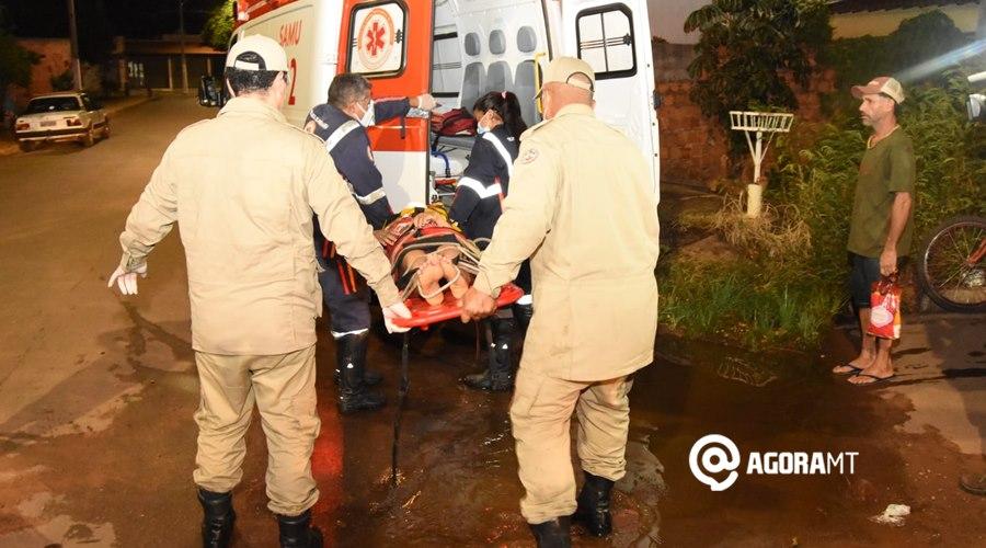 Imagem: Vitima sendo so corrida Ciclista perde o controle e fica ferida após cair em córrego