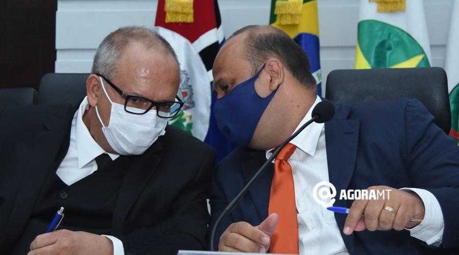Imagem: Ze Carlos do Patio e Roni Magnani José Carlos decide sancionar projeto para contratação de assessores