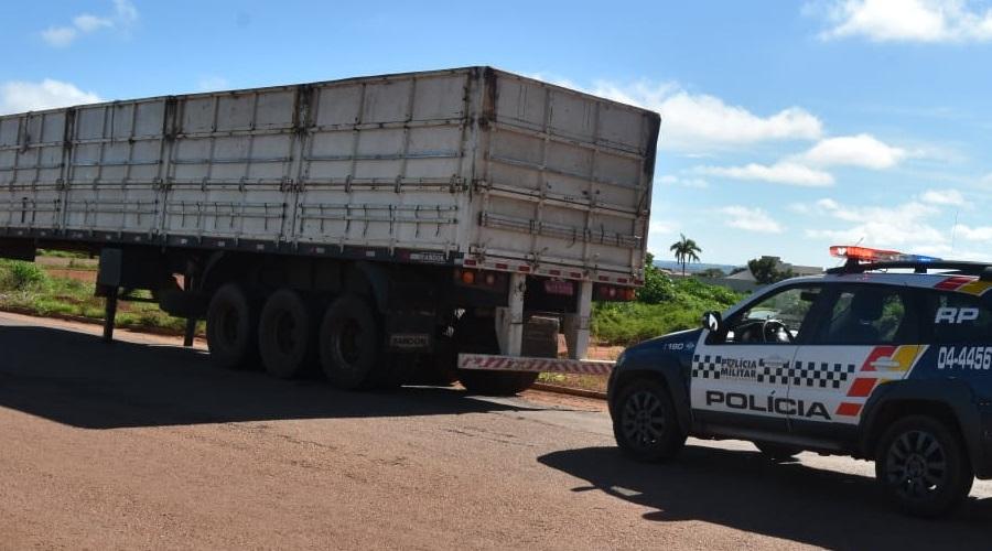 Imagem: carreta Motorista é mantido refém por criminosos durante roubo de carga