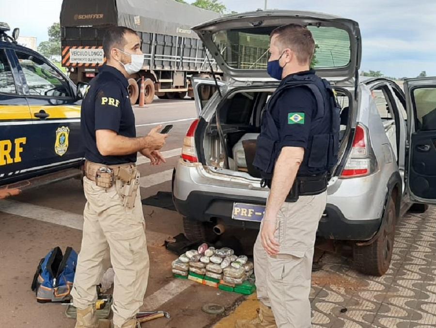 Imagem: prf pasta base PRF prende dupla transportando 24,7 kg de pasta base de cocaína