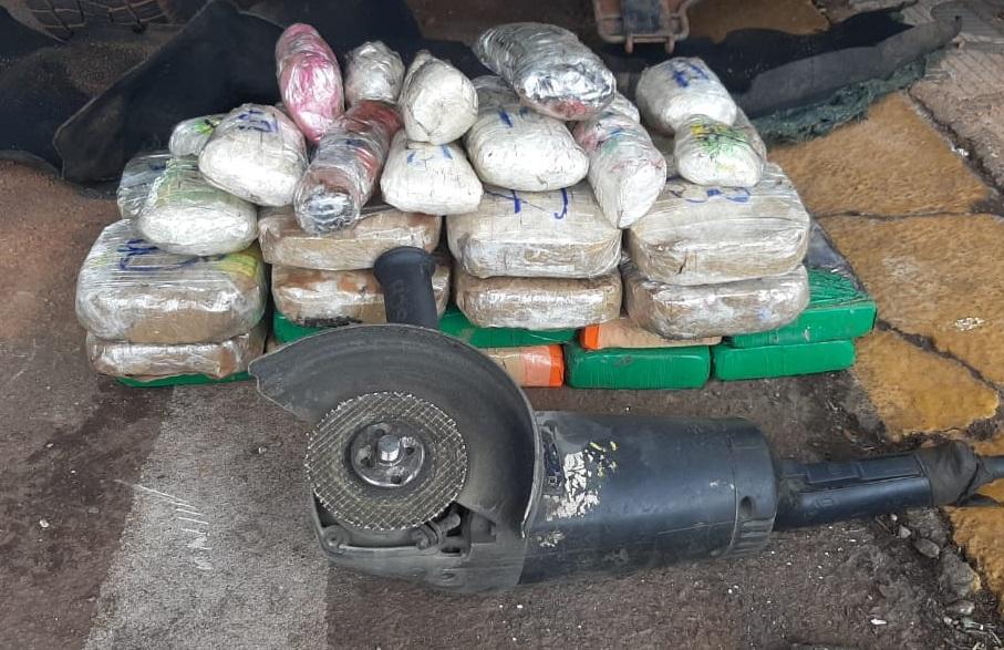 Imagem: prf pasta base1 PRF prende dupla transportando 24,7 kg de pasta base de cocaína