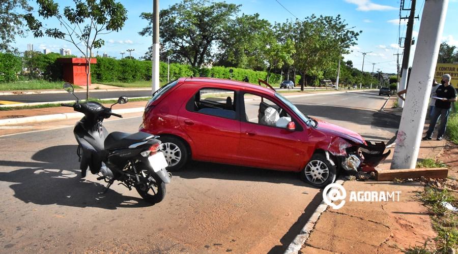Imagem: Carro e moto veiculos envolvidos no acidente Gestante é socorrida após se envolver em acidente na Bandeirantes