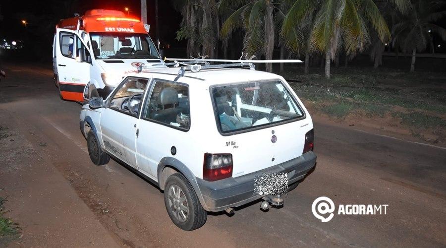 Imagem: Condutor do carro tentou desviar do buraco Motorista desvia de buraco e bate em motociclista no Parque Universitário