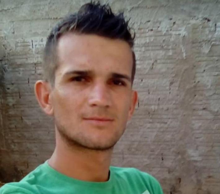 Imagem: Jackson Gougurski Jovem é morto à tiros na madrugada desse sábado