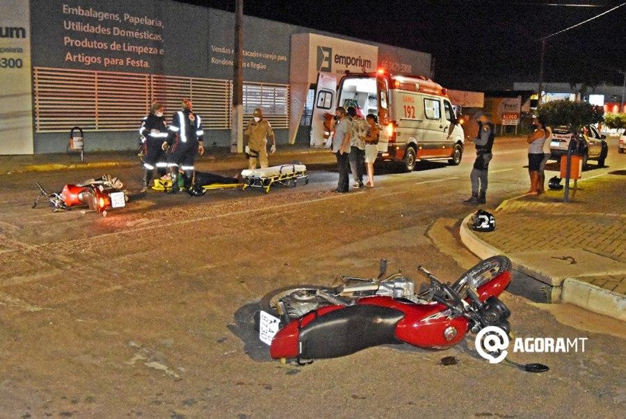 Imagem: Local do acidente no Centro Mulher fica com trauma facial após motociclista invadir a preferencial