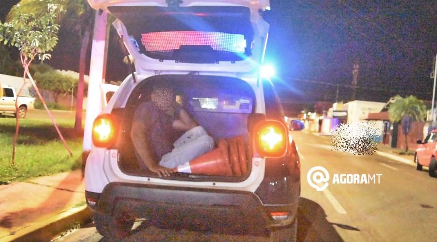 Imagem: Motorista detido apos acidente Motorista é preso após dirigir embriagado e provocar acidente
