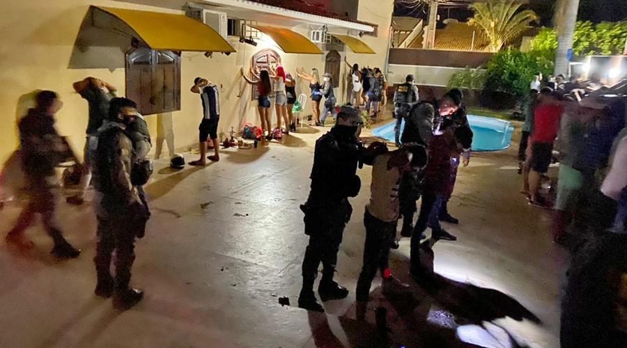 Imagem: Policia Militar fecha festa com adolescentes PM fecha festa clandestina e cinco são detidos durante 'Operação Entrudo'