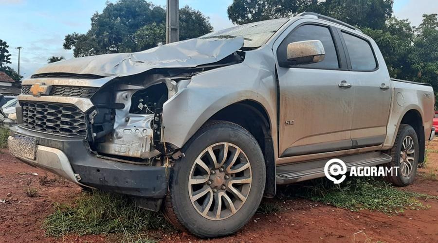 Imagem: Veiculo com a frente parcialmente destruida Motorista é preso pela PRF após atropelar e matar criança