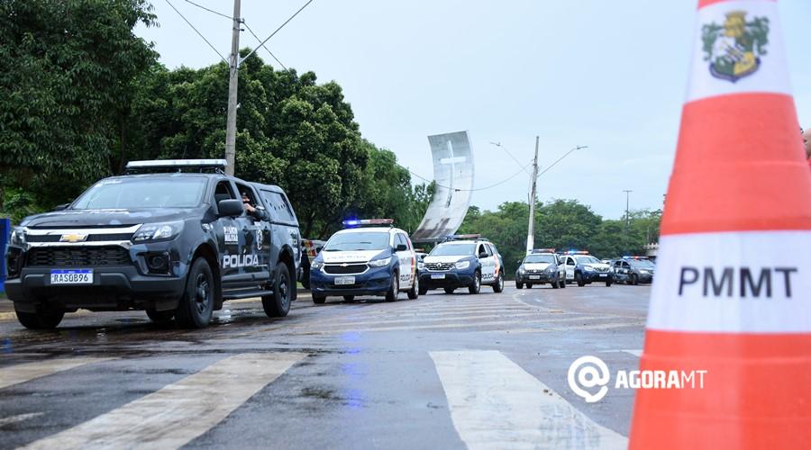 Imagem: Viaturas saindo para realizar rondas PM lança operação com toque de recolher das 22h às 5h