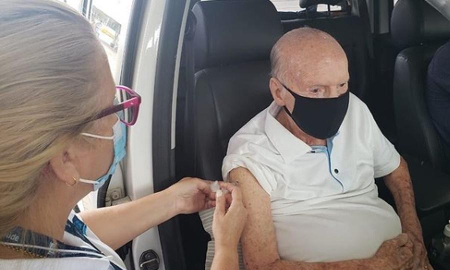 Imagem: Zagalo Zagallo recebe vacina contra Covid-19 no Rio