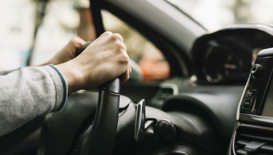 Imagem: motorista Mulher denuncia motorista por estupro durante corrida