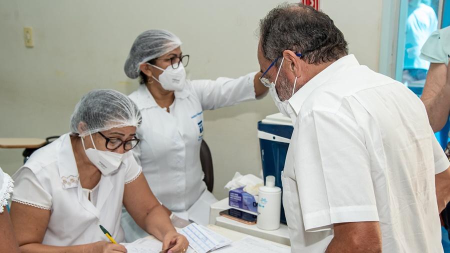 Imagem: okok Psicólogos, nutricionistas e fonoaudiólogos devem tomar a vacina a partir desta quinta-feira