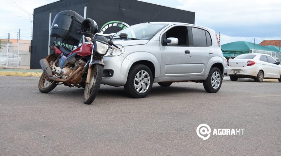 Imagem: 0a57852f ed7a 4d24 a62b c70663ad4701 Motociclista fica ferido após colidir em carro
