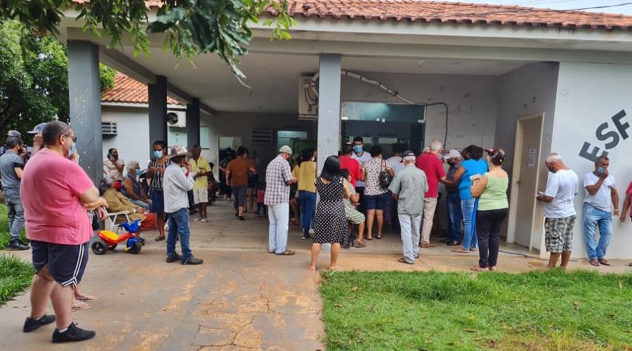 Imagem: 97e6fc3c c33c 43a9 b746 863e5ee676e8 Após aglomerações município suspende vacinação de idosos por falta de vacinas