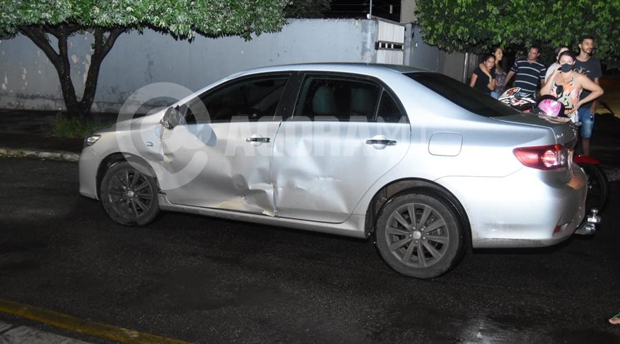 Imagem: Corolla envolvido no acidente Motociclista fica ferido em acidente na Vila Operária