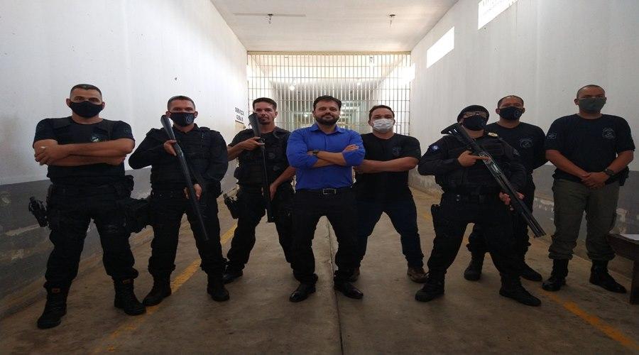 Imagem: Delegado Claudinei com agentes prisionarios Deputado garante vacinação contra Covid-19 aos profissionais da segurança pública