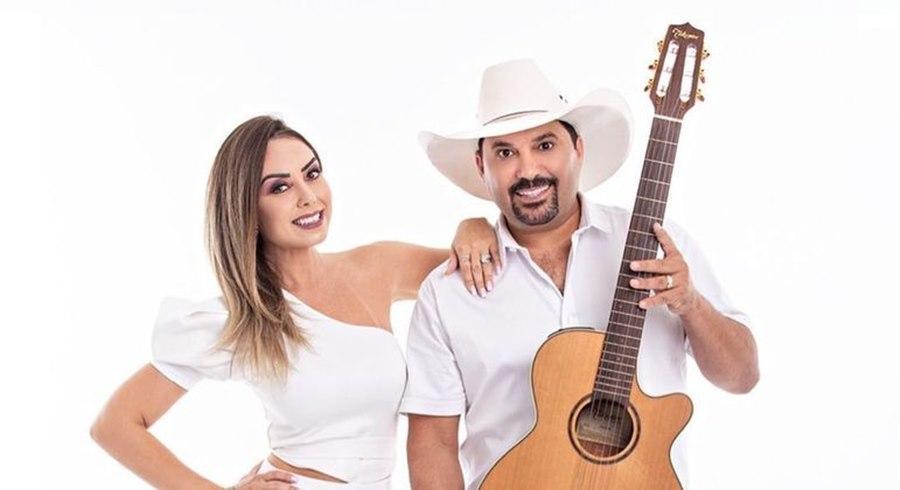 Imagem: Edson e esposa Mulher do cantor Edson que está internado na UTI por Covid - 19, perde a avó pela mesma doença