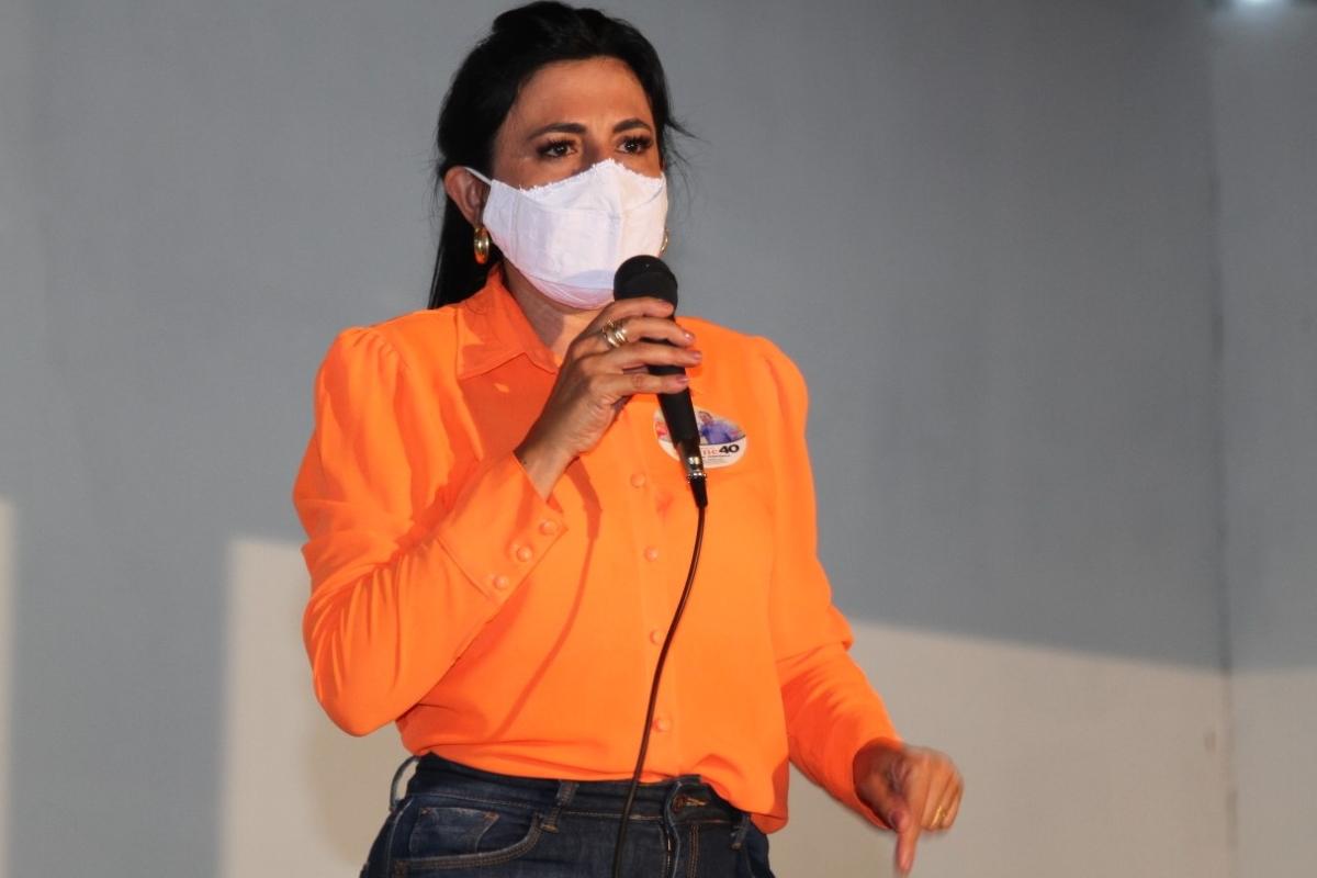 """Imagem: Eliene Liberato Prefeita mantém medidas de restrição: """"Vocês não vão me calar"""""""