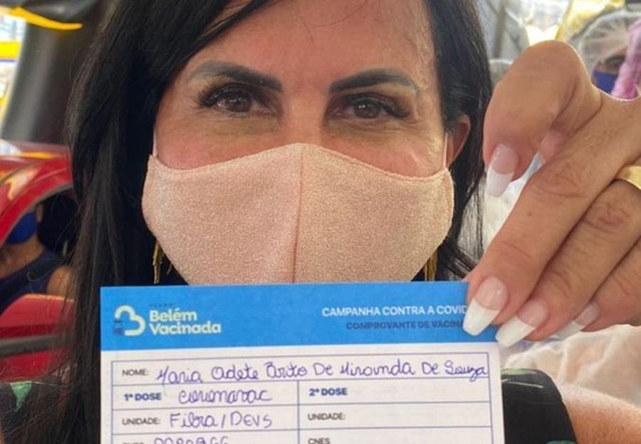 Imagem: Gretchen Gretchen é vacinada contra a covid-19 no Pará