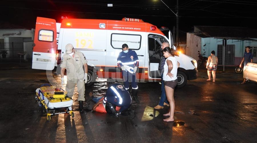 Imagem: Momento em que o Samu chegou no local Motociclista fica ferido em acidente na Vila Operária