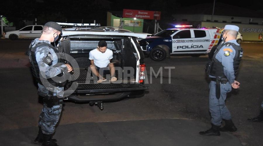 Imagem: Momento em que o suspeito chegou na delegacia Força Tática prende em flagrante suspeito de tráfico com cerca de 50Kg de droga