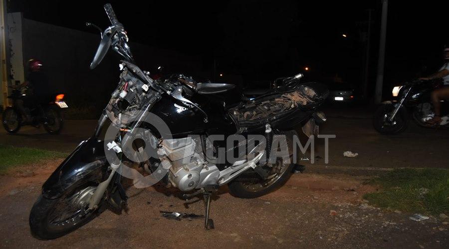 Imagem: Motocicleta envolvida no acidente 1 Motociclista fica ferido em acidente com caminhonete em Rondonópolis
