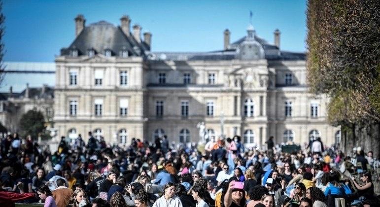 Imagem: Paris Lockdown não funciona e médicos vão escolher pacientes