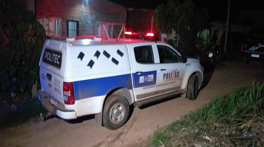 Imagem: Politec no local que os bebes foram encontrados Polícia Civil encontra corpos de bebês gêmeos enterrados em casa na Capital