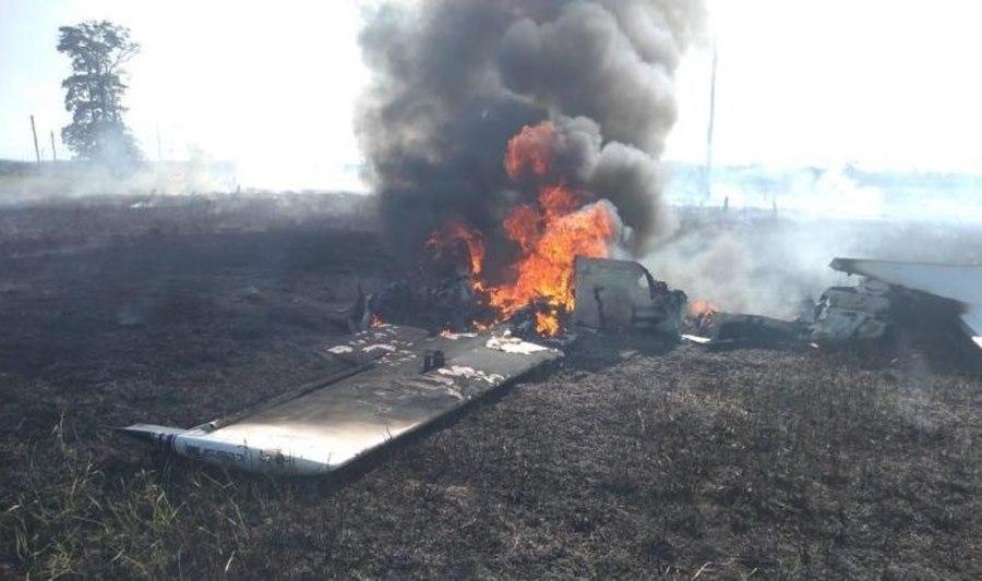 Imagem: Queda de aeronave Duas pessoas morrem carbonizadas e outras ficam gravemente feridas após queda de aeronave