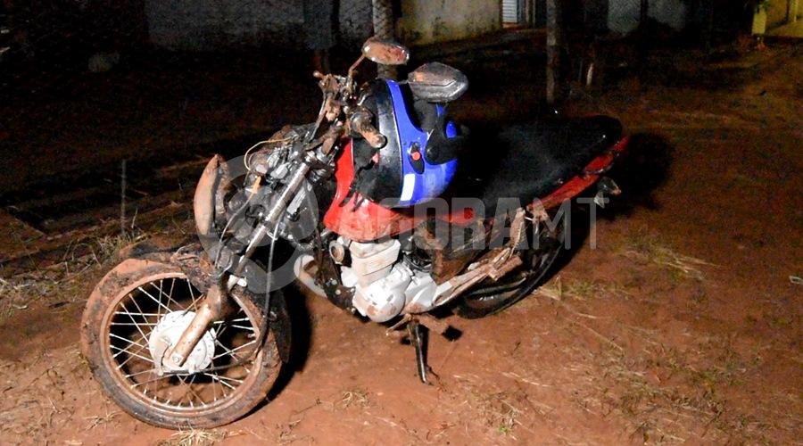 Imagem: WhatsApp Image 2021 03 14 at 19.31.12 Motociclista perde o controle, bate em meio fio e fica desacordado