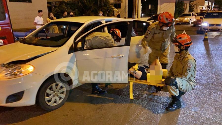 Imagem: acidente TGA Motorista é socorrida após batida entre carros em Tangará da Serra