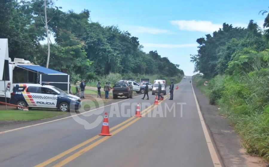 Imagem: barreira 2 Fiscalização apreende bebidas sendo transportadas para Rondonópolis