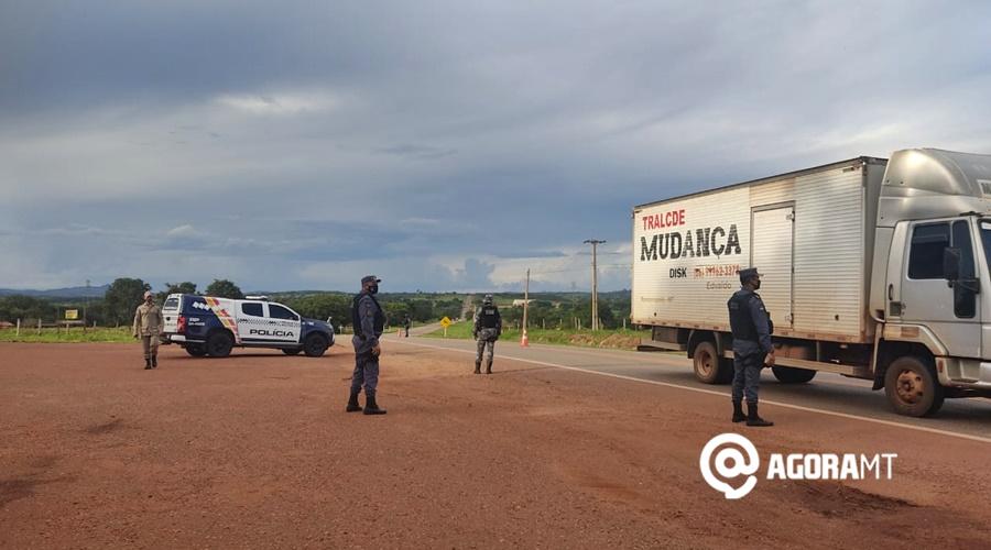 Imagem: barreira na rodovia 2 Operação irá intensificar fiscalização nas rodovias da região Sul
