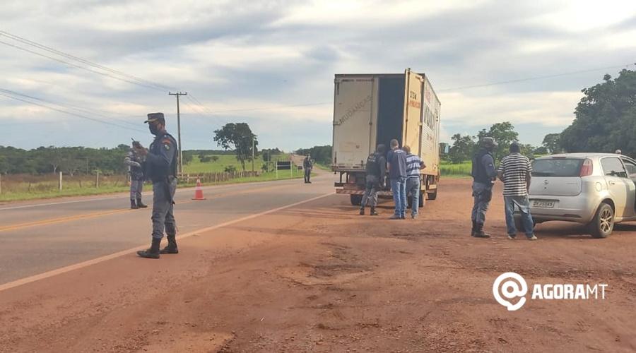 Imagem: barreira na rodovia Operação irá intensificar fiscalização nas rodovias da região Sul