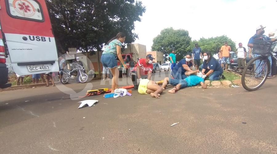 Imagem: ccb722c1 1abf 42d3 9d01 bae3bd290e0b Casal fica ferido após colisão entre moto e carro