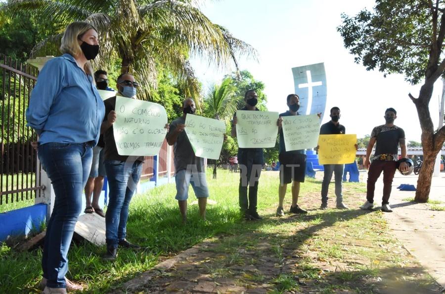 Imagem: comerciantes protesto Empresários do comércio noturno fazem carreata em Rondonópolis