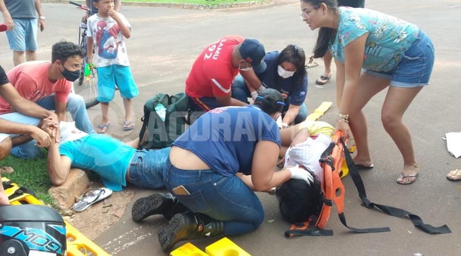 Imagem: dc342b0e b2b9 43f8 9a6a 0e71421832a2 Casal fica ferido após colisão entre moto e carro