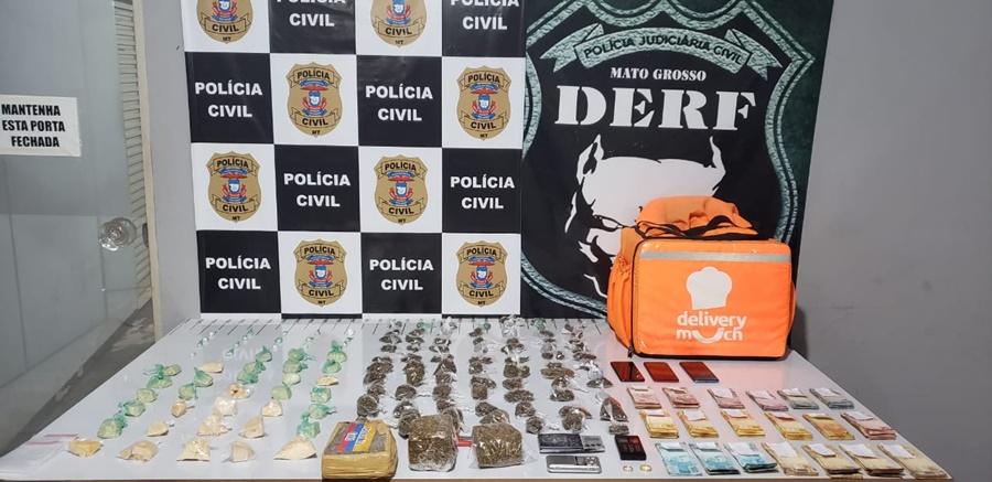 Imagem: droga e dinheiro apreendido 1 PC prende traficantes e apreende 120 porções de drogas e R$ 11,1 mil em dinheiro