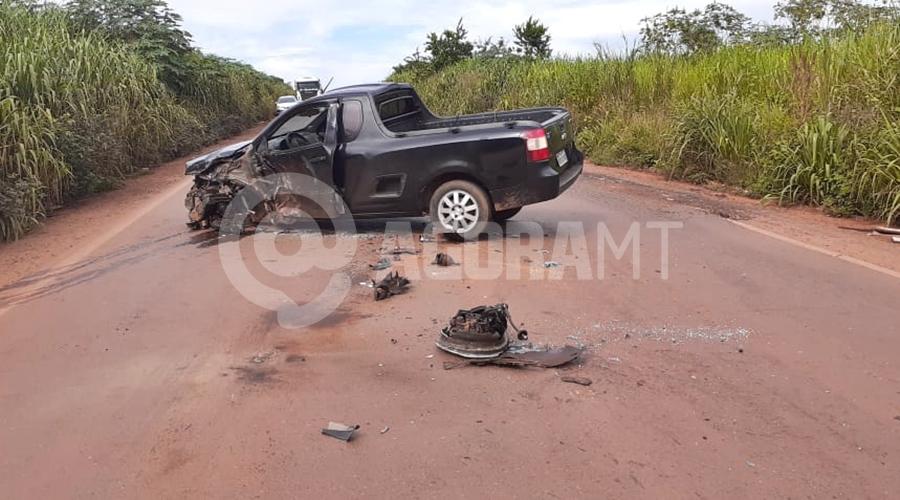 Imagem: fd0a8cf6 d346 42f4 8419 b8c031811e6a Batida entre carro de passeio e carreta deixa duas pessoas feridas